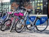 Na území našeho obvodu si můžete zapůjčit modrá i růžová kola