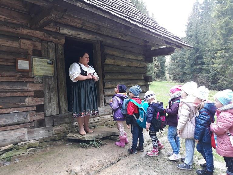 Přeshraniční spolupráce zavedla děti z našich mateřských škol do Klokočova