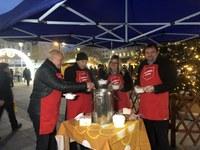 Tradiční rozlévání polévky na Masarykově náměstí